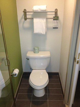 Sleep Inn Bryson City - Cherokee Area: Newly renovated bathroom facilities were quite nice.