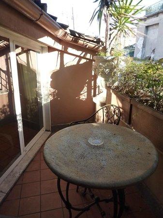 Okapi Rooms: il terrazzino