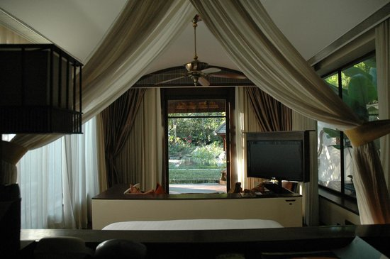 Four Seasons Resort Chiang Mai: view of the garden from the bed
