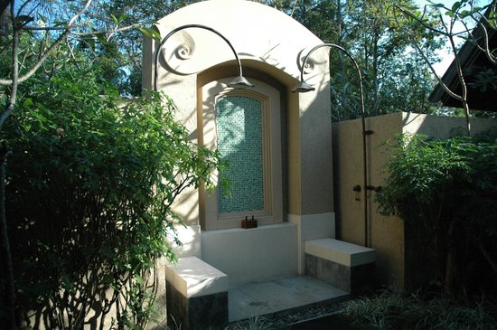 Four Seasons Resort Chiang Mai: outdoor shower
