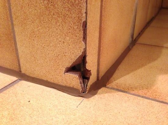 Alpenland Sporthotel: Verletzungsgefahr im Badezimmer