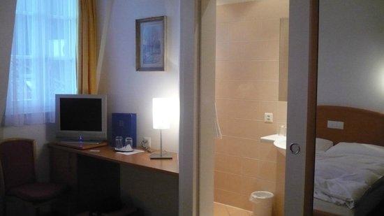 Hotel Rochat: scrivania