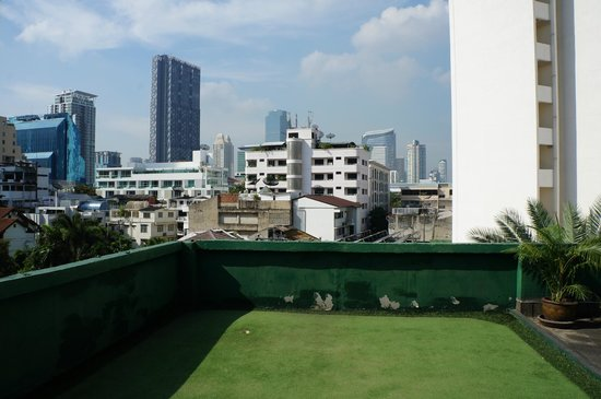 Dusit Thani Bangkok: Golf on the Roof (bring your own clubs!)