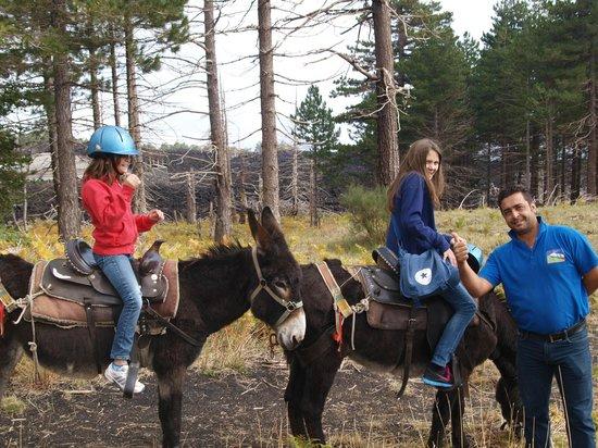 Etna Donkey Trekking: salvo, Maria, ?, Lara und Lucie