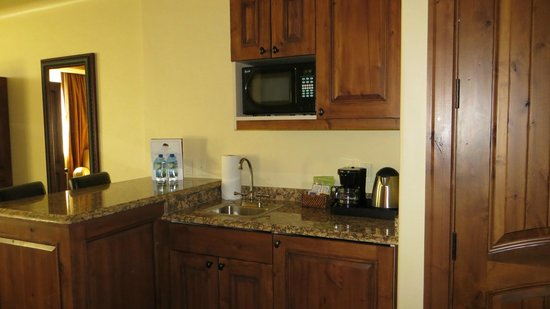 Tivoli Lodge: The small kitchen like area