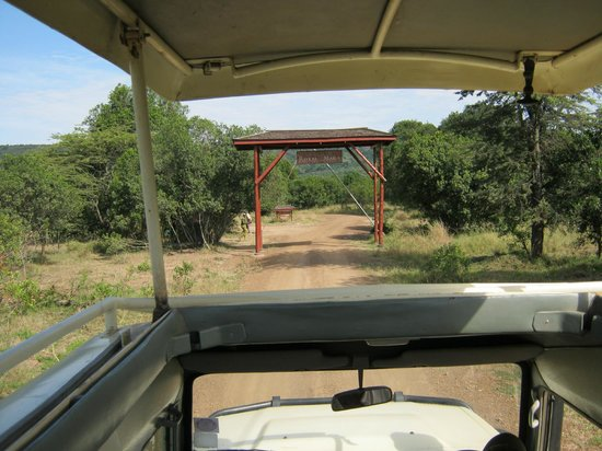 Royal Mara Safari Lodge: Entrance gate