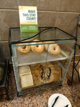 La Quinta Inn & Suites Las Vegas Airport South: Starting the day with 7 bagels