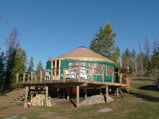 Salmon Lake Resort: yurt