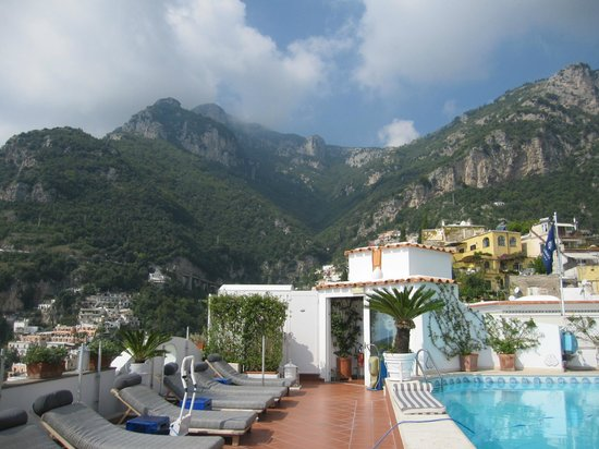 Hotel Villa Franca: Mountain View from Rooftop Pool area