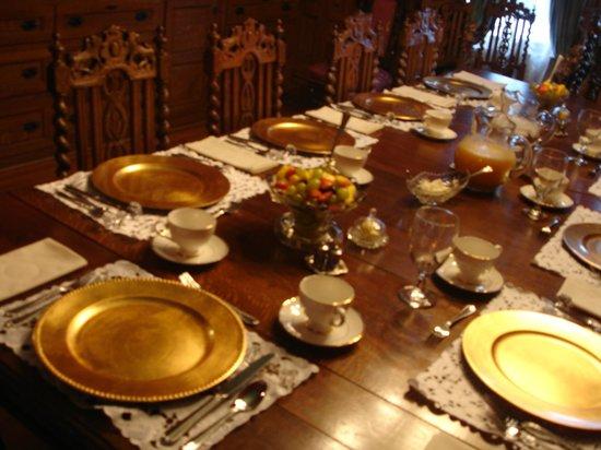 Roberts Mansion Inn & Events: Breakfast