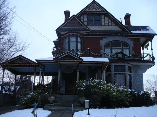 Roberts Mansion Inn & Events: The Roberts mansion