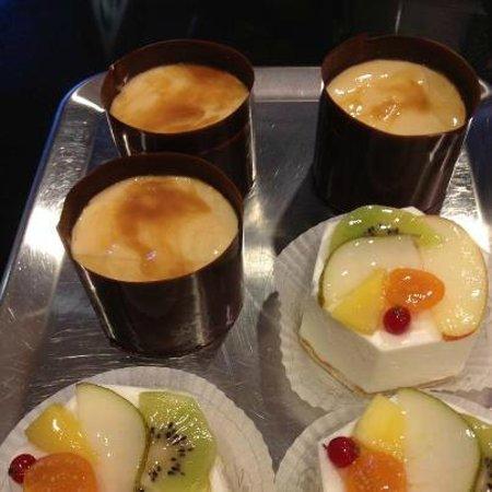 Cafe CaT Coffee and Tea: mmmhh sehr lecker: frische Törtchen im CaT