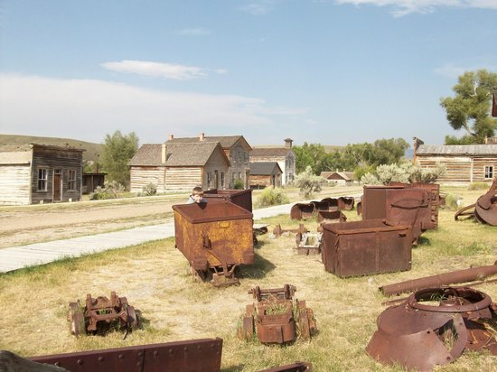 Bannack State Park: Mining equipment at Bannack