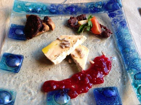 Almazen de Sabores: Brie with house olive oil and pomegranate jam, garden mushroom with house morsicha black sausage