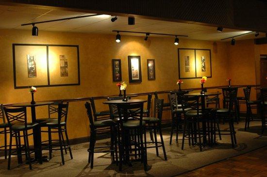 Tuscan Italian Grill : Casual bistro setting area