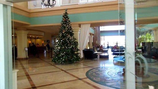 St. Kitts Marriott Resort & The Royal Beach Casino: Lobby. Front Desk is to the left.