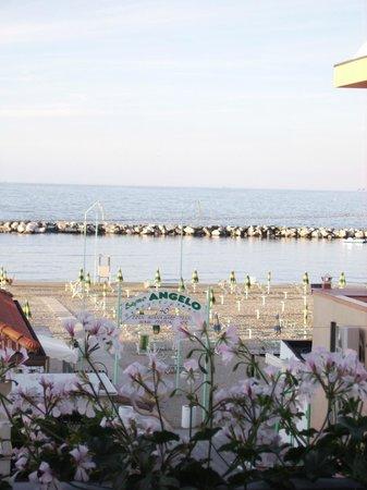 Hotel Miami Spiaggia: Un pomeriggio di maggio sul balcone di una nostra stanza