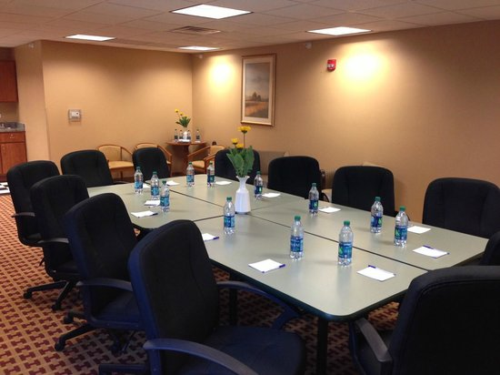 Baymont Inn & Suites - Jacksonville: Conference Room Holds upto 50 People