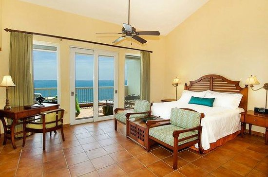 Las Casitas Village, A Waldorf Astoria Resort: Master Bedroom in Three Bedroom Villa