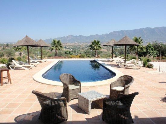 Dos Iberos Luxury Bed & Breakfast: Terrein