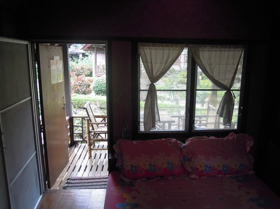 Sairee Cottage Resort: interno bungalow