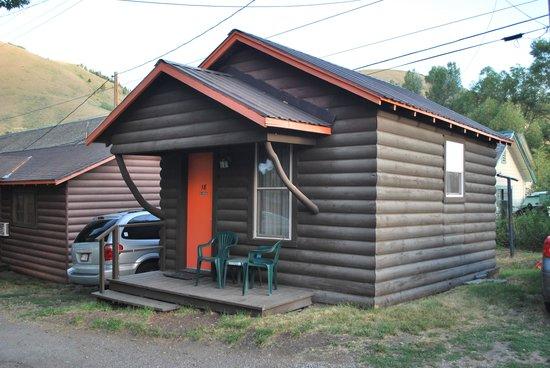 Kudar Motel & Cabins: Our Kudar cabin