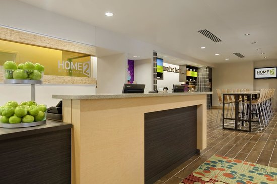 Home2 Suites by Hilton Jacksonville: Front Desk