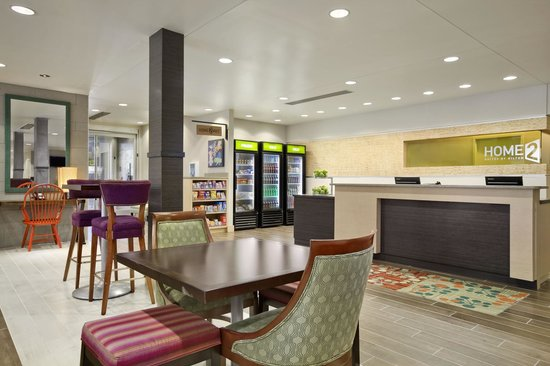 Home2 Suites by Hilton Jacksonville: Market/Front Desk