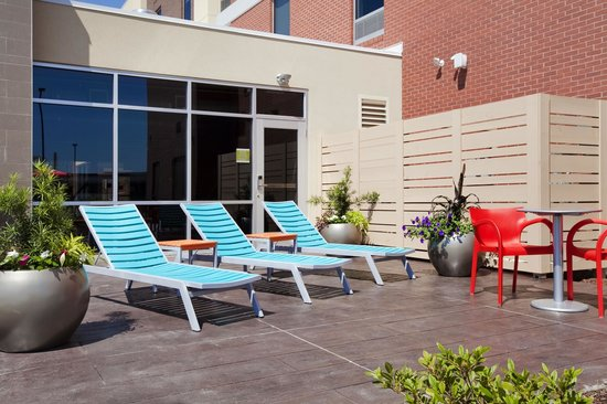 Home2 Suites by Hilton Jacksonville: Outdoor Patio