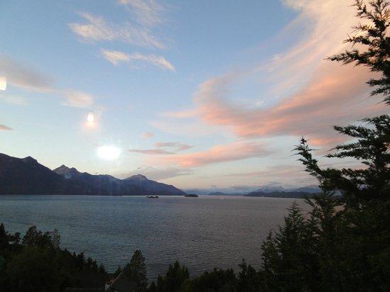 Apart Hotel Cabanas Balcon al Lago : Amanecer desde la cabaña 1