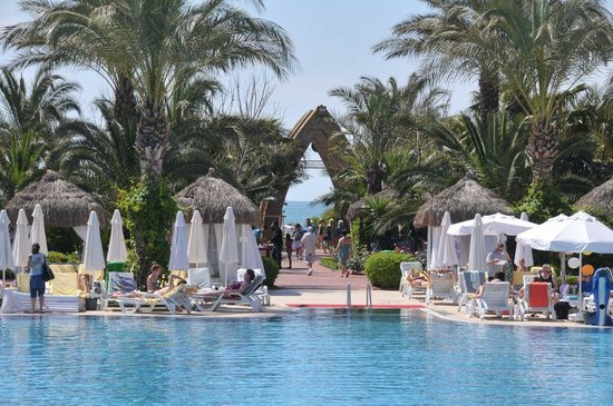 Delphin Palace Hotel: vue vers la plage