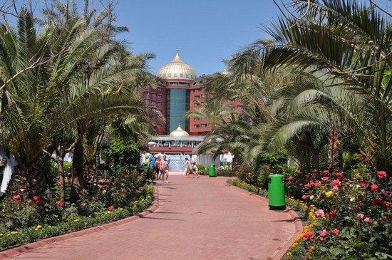 Delphin Palace Hotel: vue en revenant de la plage