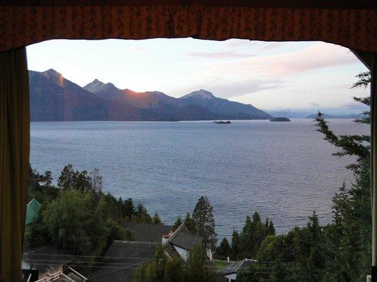 Apart Hotel Cabanas Balcon al Lago: amanecer