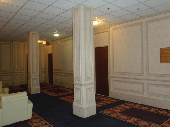 Congress Plaza Hotel: the hallway