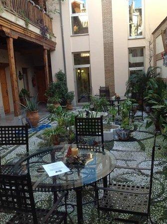 Abadia Hotel Granada: il patio...