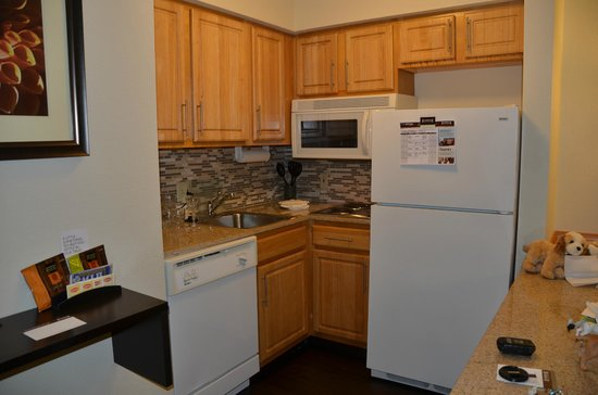 Staybridge Suites - Columbus / Dublin: Kitchen, King Suite.