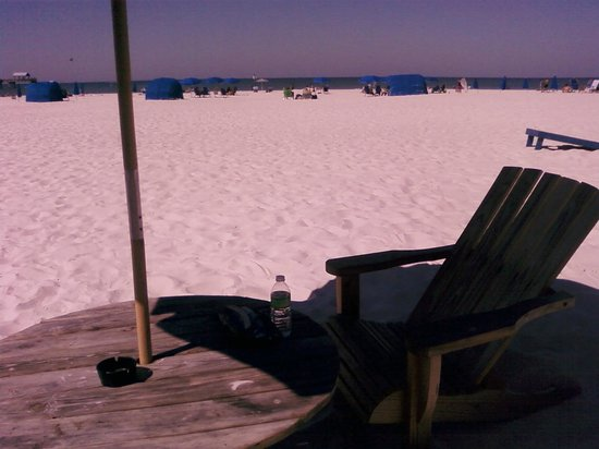 Wyndham Garden Clearwater Beach: Lunch right on the sand