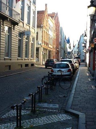 Oud Huis de Peellaert: street outside hotel