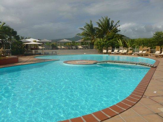 HOTEL CAP MACABOU : piscine très matinale