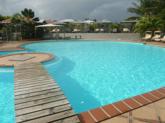HOTEL CAP MACABOU: piscine très matinale