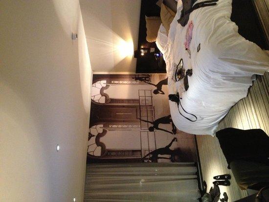 V-Cafe and Sushi Bar: V-studio Room