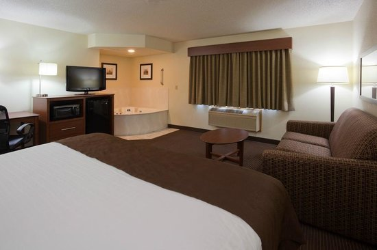 AmericInn Lodge & Suites Bismarck: Whirlpool Suite