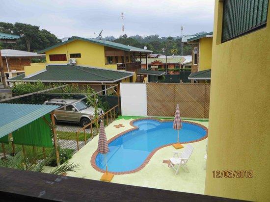 La Casa de las Flores Hotel: View of pool from our room
