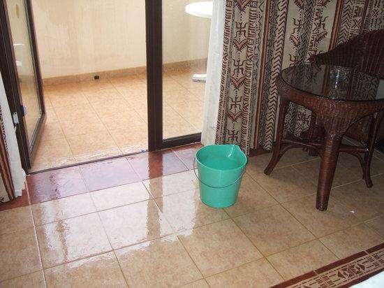 Clubhotel Riu Karamboa : what happens when it rains