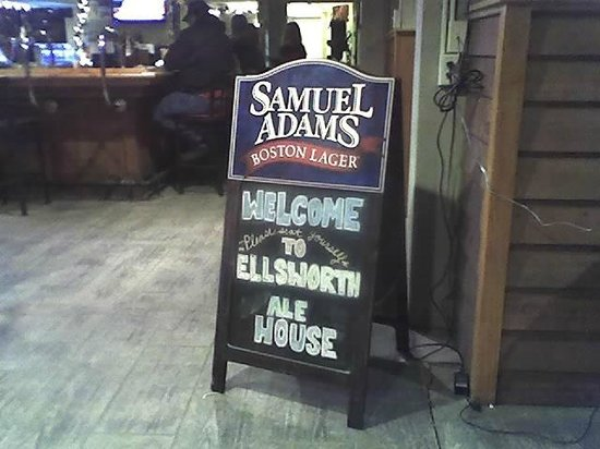 Ellsworth Ale House: Welcome sign going in
