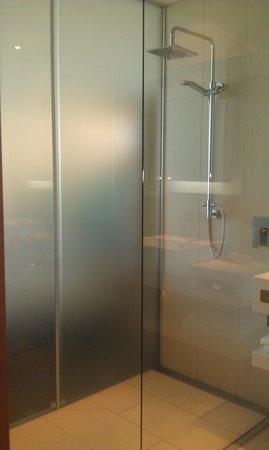 نوفوتيل أوكلاند إيربورت: Shower 