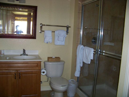 Wyndham Bonnet Creek Resort: Shower/commode area