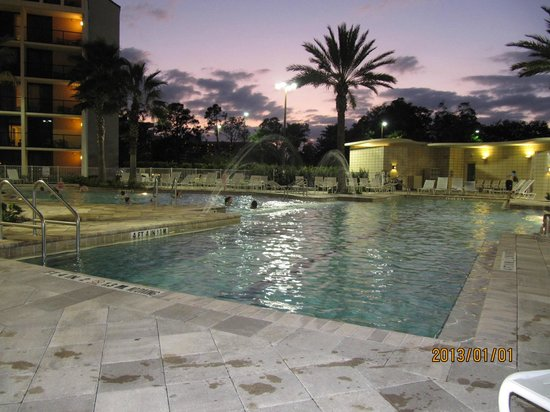 Holiday Inn Orlando – Disney Springs Area : Pool area