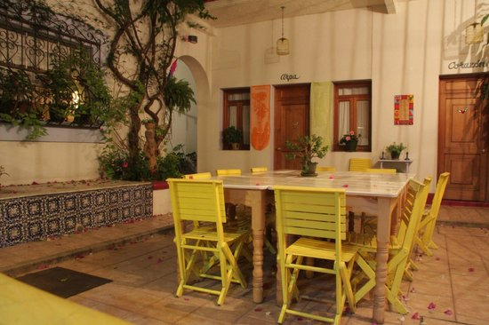El Diablo y la Sandia Libres: Courtyard