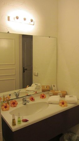Raiatea Lodge Hotel: Bathroom 2